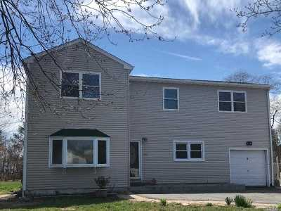 Bay Shore Single Family Home For Sale: 100 New Hampshire Ave