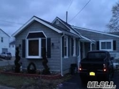 Lindenhurst Single Family Home For Sale: 78 Bayview Ave