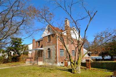 Jamaica Estates Single Family Home For Sale: 82-27 Utopia Pky