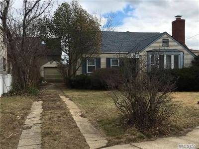 Single Family Home For Sale: 24 Hewlett Point Ave