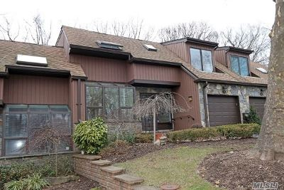 Roslyn Heights Condo/Townhouse For Sale: 11 Pony Cir
