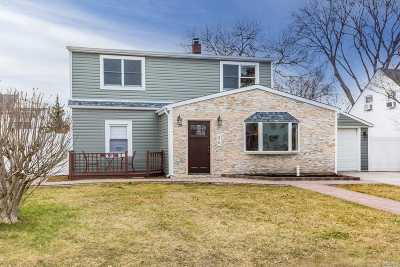 Levittown Single Family Home For Sale: 86 Sycamore Ln