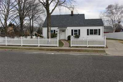 Levittown Single Family Home For Sale: 47 Academy Ln