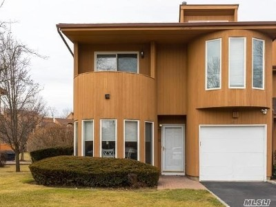 Hauppauge NY Condo/Townhouse For Sale: $469,000