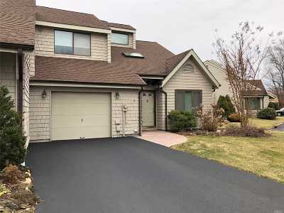 East Islip Condo/Townhouse For Sale: 6 Rose Ct