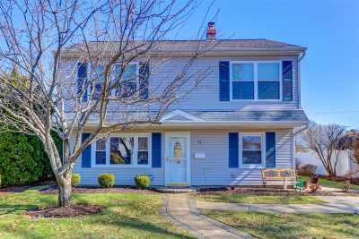 Levittown Single Family Home For Sale: 15 Lily Ln