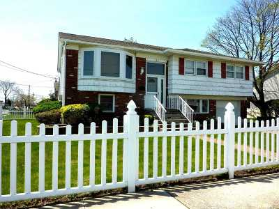 Island Park NY Single Family Home For Sale: $590,000