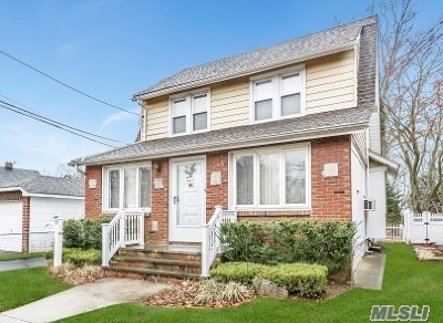 Lynbrook Single Family Home For Sale: 54 Winter St
