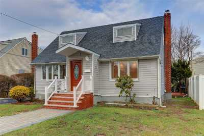 Hicksville Single Family Home For Sale: 97 Cliff Dr