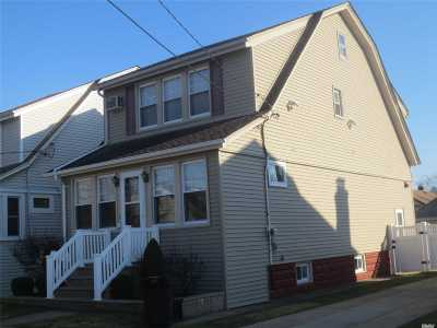 Lynbrook Single Family Home For Sale: 7 Ruth Pl