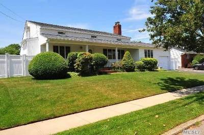 Farmingdale, Hicksville, Levittown, Massapequa, Massapequa Park, N. Massapequa, Plainview, Syosset, Westbury Single Family Home For Sale: 70 Laurel Dr