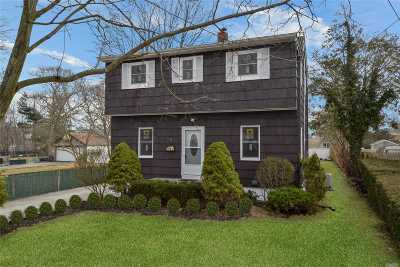 Islip Single Family Home For Sale: 44 Lincoln Ave