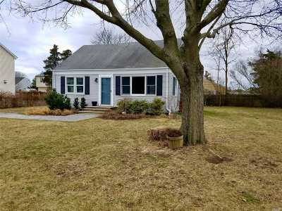 East Moriches Single Family Home For Sale: 107 Evergreen Ave