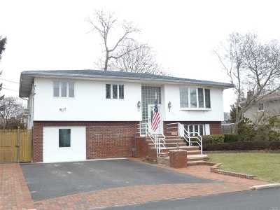 West Islip Multi Family Home For Sale: 1569 N Monroe Ave