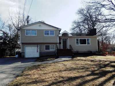 Islip Single Family Home For Sale: 82 Richardson Ln