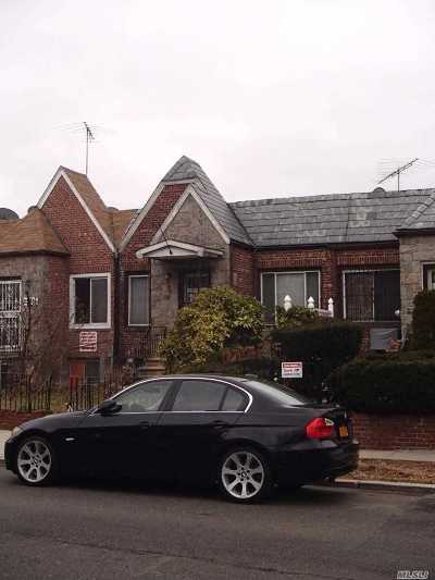 Single Family Home For Sale: 25-56 86th St