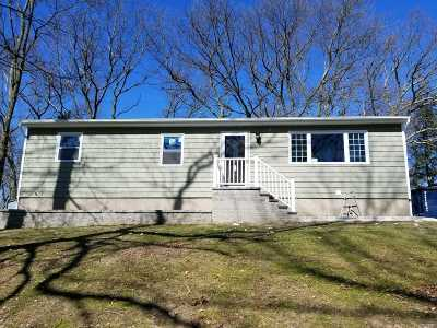 Sound Beach Single Family Home For Sale: 16 Lawrence Dr