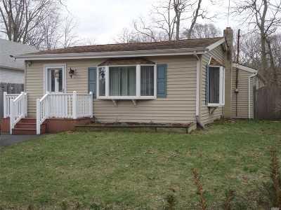 Selden Single Family Home For Sale: 145 S Evergreen Dr