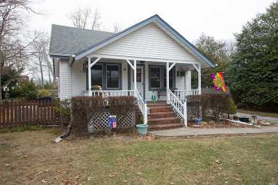 East Islip Single Family Home For Sale: 41 Moffitt Blvd