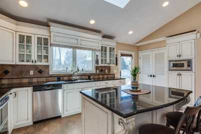 Pt.jefferson Sta Single Family Home For Sale: 8 Paul St