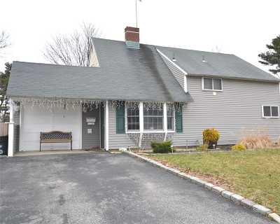 Hicksville Single Family Home For Sale: 26 Grape Ln