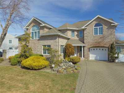 W. Babylon Single Family Home For Sale: 19 Fleets Point Dr
