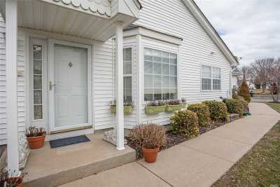 Aquebogue Condo/Townhouse For Sale: 6 Summerfield Ln