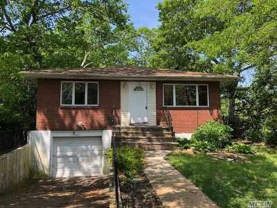 Holtsville Single Family Home For Sale: 200 Woodycrest Dr