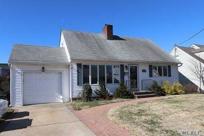 Merrick Single Family Home For Sale: 2698 Riverside Ave