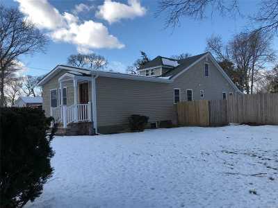 Selden Single Family Home For Sale: 221 Mooney Pond Rd