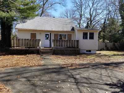 Selden Single Family Home For Sale: 65 N Evergreen Dr
