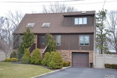 Ronkonkoma Single Family Home For Sale: 265 Avenue B