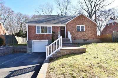 Huntington Single Family Home For Sale: 16 Monaton Dr