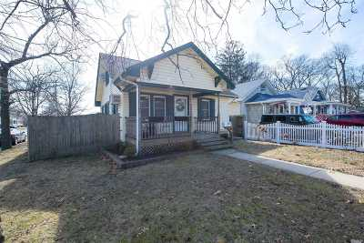 Babylon Single Family Home For Sale: 138 Beverly Rd