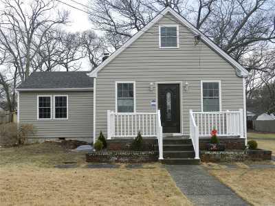 Selden Single Family Home For Sale: 48 Montauk St