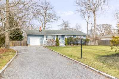 East Moriches Single Family Home For Sale: 87 Woodlawn Ave