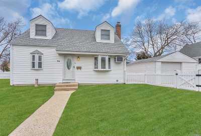 Merrick Single Family Home For Sale: 38 Alice St