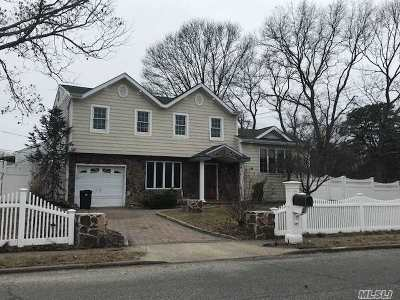 Farmingville Single Family Home For Sale: 2 Roberta Ave