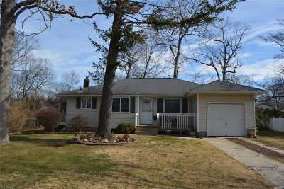 Smithtown Single Family Home For Sale: 5 Bass Ct
