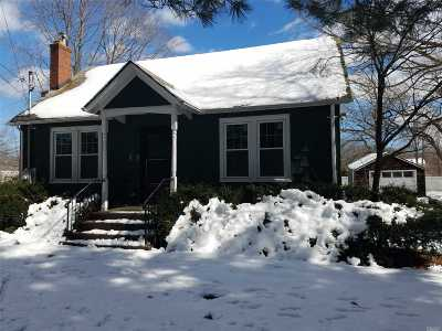 Smithtown Single Family Home For Sale: 147 River Rd