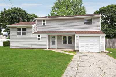 Centereach Single Family Home For Sale: 37 Fiesta Dr