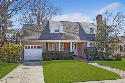 Rockville Centre Single Family Home For Sale: 494 Rose Ln