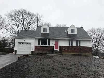 Single Family Home Sold: 40 Echo Ln