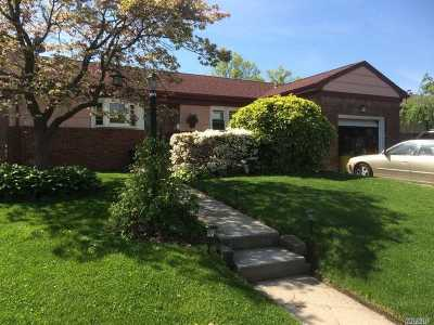 Hewlett Single Family Home For Sale: 1569 Peninsula Blvd