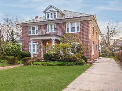 Woodmere Single Family Home For Sale: 25 Wyckoff Pl