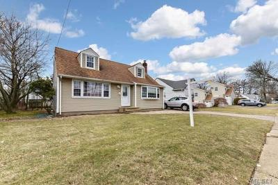 East Meadow NY Single Family Home For Sale: $449,000