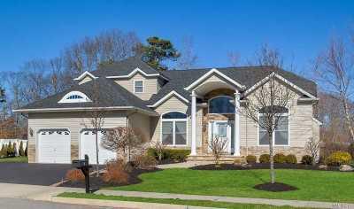 Bohemia Single Family Home For Sale: 7 Nestle Ct