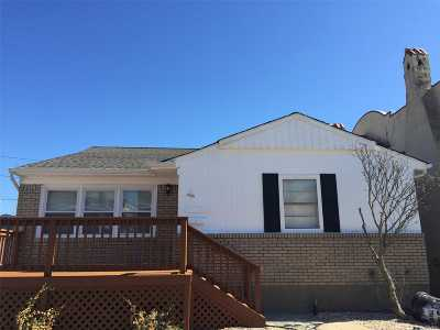 Long Beach NY Single Family Home For Sale: $525,000