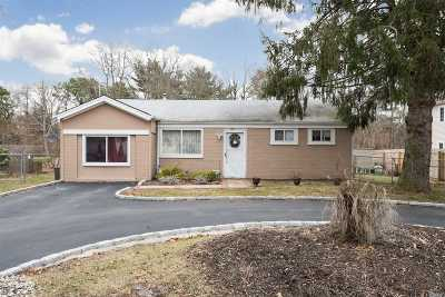 Bay Shore Single Family Home For Sale: 1617 N Thompson Dr