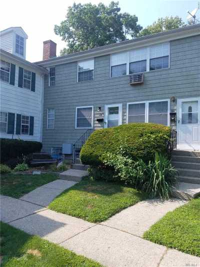 Hauppauge Condo/Townhouse For Sale: 510 Towne House Vlg